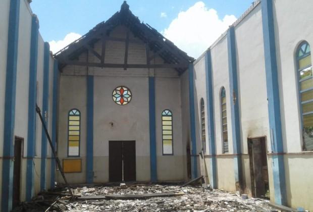 Igreja no Distrito de Muidumbe, na Região Pastoral Norte da Diocese de Pemba, destruída. Foto: Catequistas