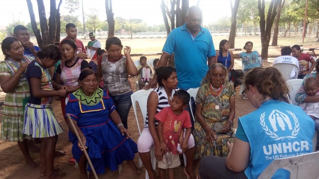 Indígenas Warao fazem cadastros para conseguir abrigo