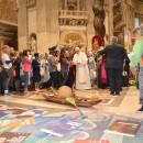 Momento de oração com o papa Francisco na Basílica de São Pedro. Foto: Jaime C. Patias