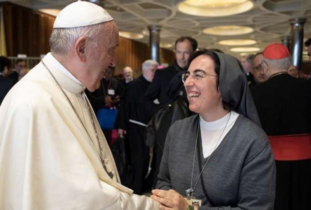 Papa Francisco com Ir. Alessandra Smerilli FMA em 2018. Foto: Vatican Media.