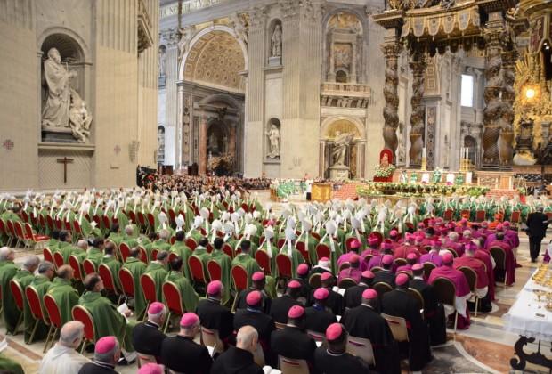 Missa celebrada na manhã deste domingo (06/10) na Basílica de São Pedro. (Foto: Jaime C. Patias)