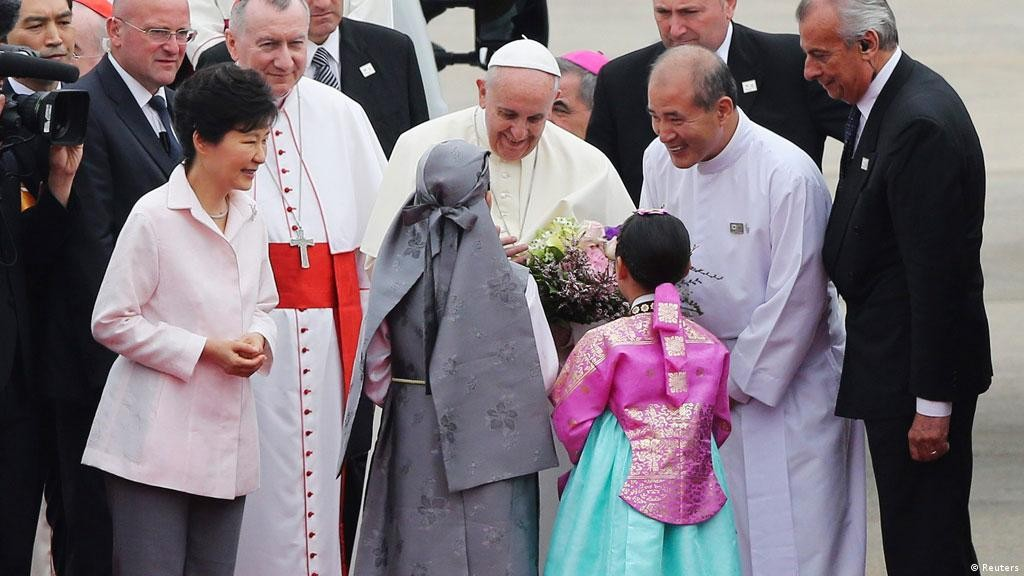 Papa Francisco é recebido pela presidente Park Geun-hye. Foto: Reuter