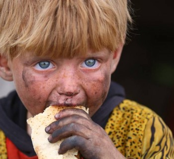 imagens-do-dia-crianca-refugiada-siria-20170501-001