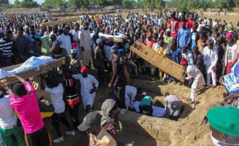 Celebração do funeral dos mortos no massacre em Zabarmari. Foto: Le Matin