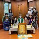 Padre Han em celebração com a comunidade. Foto: Arquivo Pessoal