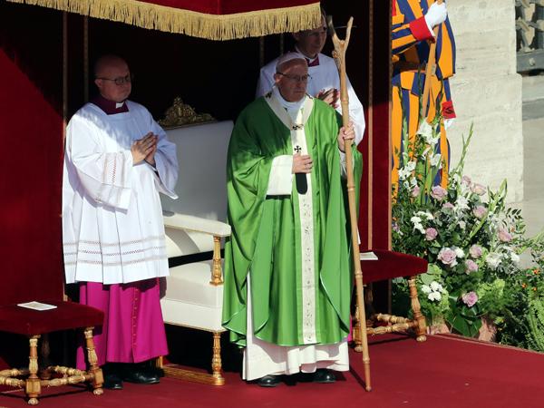 papa-missa-sinodo-REUTERS-Tony-Gentile