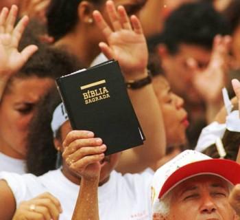 protestantes-pentecostais-cultos-multidoes-19960106-03-original2