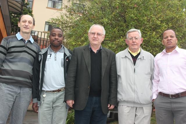 Padres Jaime, Stephen, Aquileo, Lírio e Paulo.