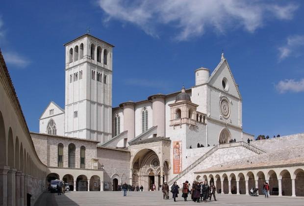 1280px-Assisi_San_Francesco_BW_2