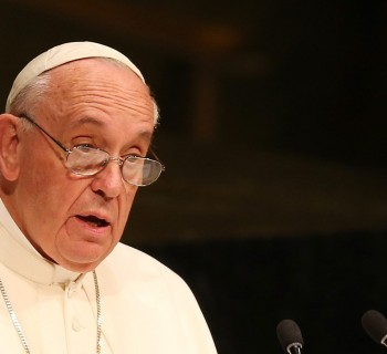 epa04948727 Pope Francis speaks to the United Nations on the eve of the General Debate of the UN General Assembly in New York, New York, USA, 25 September 2015. Pope Francis is on a five-day trip to the USA, which includes stops in Washington DC, New York and Philadelphia, after a three-day stay in Cuba.  EPA/MATT CAMPBELL