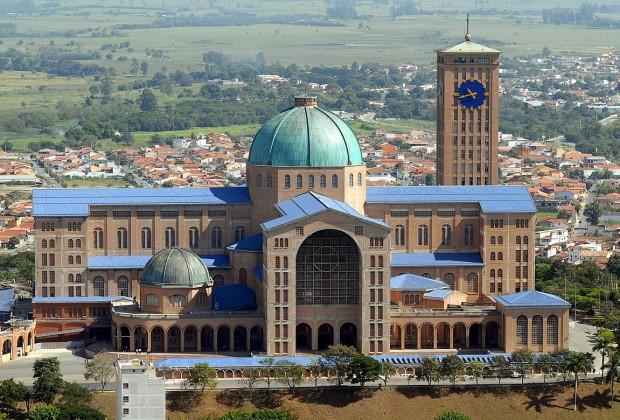 Basilica_of_the_National_Shrine_of_Our_Lady_of_Aparecida,_2007