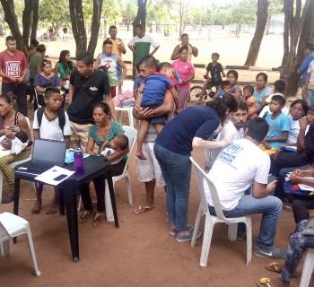 Cadastramento de indígenas warao sem abrigo pela equipe do ACNUR