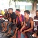 P. Luiz Emer conversa com grupo que chegou de Pacaraima