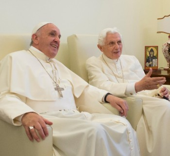 Papa e o emérito foram vacinados